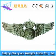 Fabricantes do emblema fornecem o ouro, a prata imprimiram o emblema conhecido feito sob encomenda e o emblema da asa