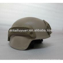 Casco militar de diseño de engranajes tácticos.
