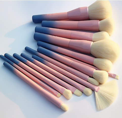 gradient makeup brush