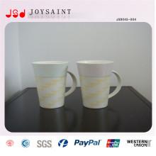 Taza de porcelana en forma de V con mango