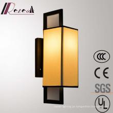 Fora da lâmpada de parede branca da cabeceira do ferro da tela para o projeto do hotel