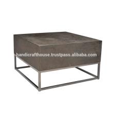 Mesa de centro industrial de madera y metal