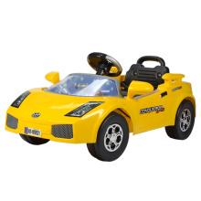 Passeio de carro do bebê no brinquedo (99821)