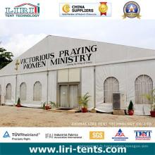 Structure de tente semi-permanente pour l'église à Harare