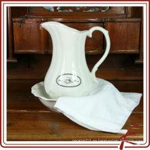 Jarras de agua de cerámica blanca