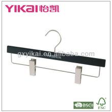 Cintre en bois noir mat avec clips en métal