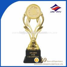Спорт лауреат премии Золотой пластиковый трофей Кубок очень дешевой цене