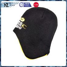Chapeau tricoté en forme spéciale avec motif de broderie