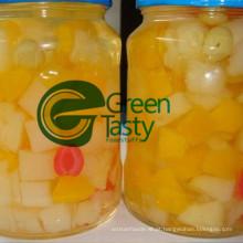 Coquetel de frutas Tropical misturado na luz ou L/S