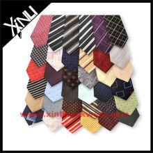 Últimas acciones sobrantes de corbata de seda en venta