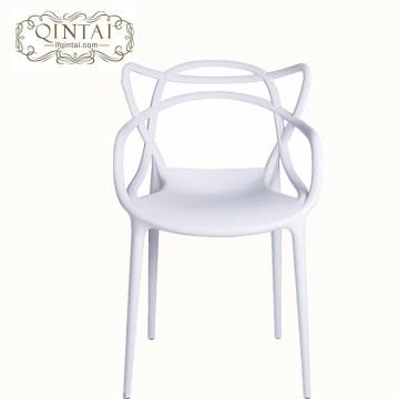 Silla plástica barata vendedora caliente al por mayor de los oídos de gato de la silla hueca blanca del diseño creativo apilable de la buena calidad