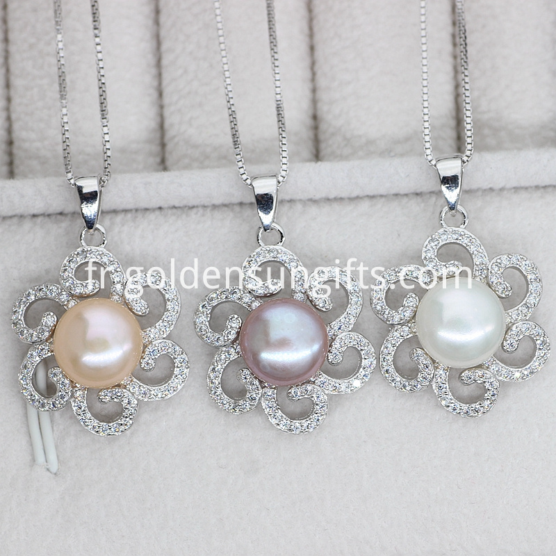 Flower Shaped pearl pendant
