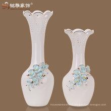 vase décoratif en porcelaine blanche avec des modèles de différence pour la décoration de mariage