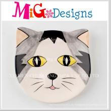 Gato bonito em forma de impressão colorida disco de cerâmica de jóias