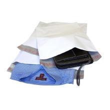 Bolsa de polietileno blanca utilizada para el embalaje de la ropa