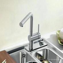 Puxe a torneira e misturador de cozinha com latão