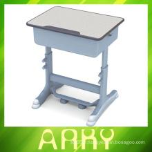 Tables et chaises pour l'éducation