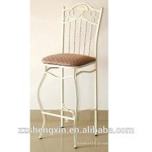 Cadeado de aço antigo com cadeira de apoio com esponja
