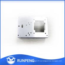 Piezas de metal personalizadas Piezas de perforación mecanizadas CNC de aluminio