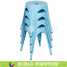 Bastidor de metal de baixo altura com cadeiras de jantar de jardim