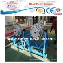 Linha de produção expulsando da maquinaria da tubulação plástica para o PE do LDPE do HDPE
