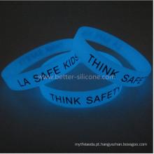 Brilho da moda no bracelete de silicone escuro