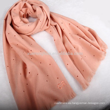 2017 nuevo diseño perforado bufanda de lana bordada