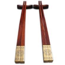 Palillos de madera dorados