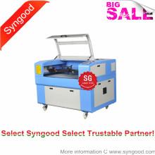 Machine moyenne de gravure et de découpe au laser