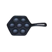 Sogar die 7-Loch-Oberfläche beherrscht gebratenen Eierpfannkuchen, Pfannkuchen mit Schimmel mit Backwerkzeug