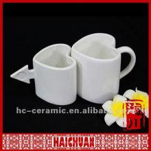 Taza en forma de corazón de la porcelana, forma del taza de café