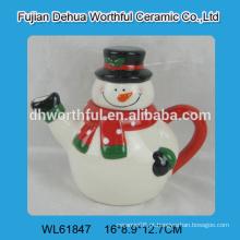 Boneco de neve engraçado deu forma ao volume do teapot cerâmico para enfeites do Natal