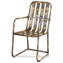Chaise vintage en métal urbain