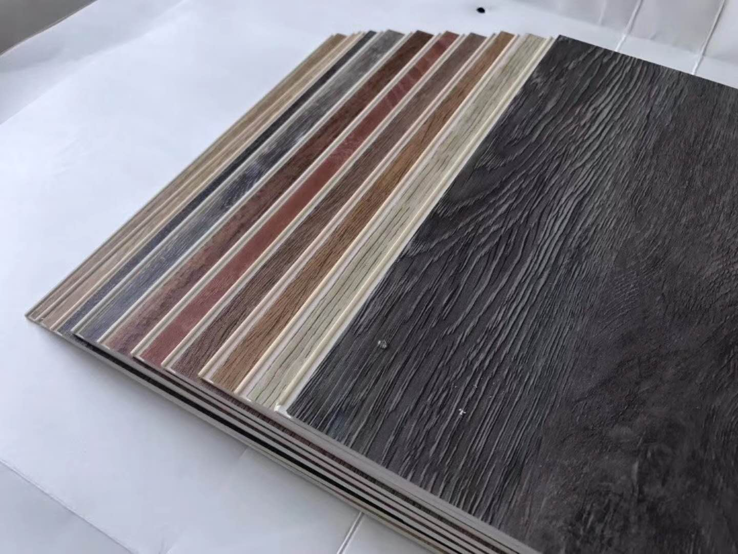100% Vinyl Rigid Core SPC Plastic Flooring