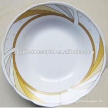 Керамическая глубокая тарелка с красивым цветочным узором