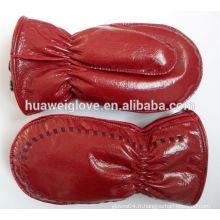 Robes de mode de dames avec des images gants en cuir rouge en cuir de boxe mitaines