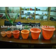 Pot à fleurs en plastique