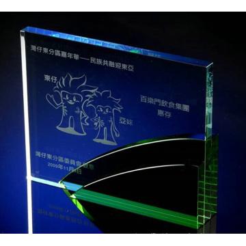 Personagem de Trophyengraving de cristal verde