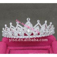Pequeña corona de desfile elegante