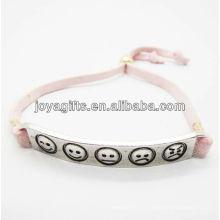 Aleación de plata tallada phiz símbolo con pulsera de cuero rosa