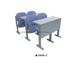 Escritorio del aula escolar y silla para el estudiante