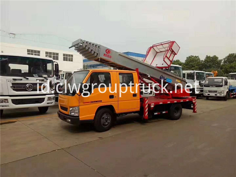 Vehicle Mounted Boom Lift 3