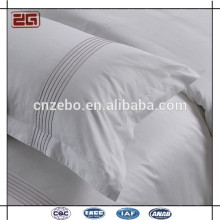 Hot Sale White Sateen Fabric with Embroidery Logo Housse d'oreiller pour hôtel
