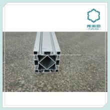 En aluminium extrudée pour lignes d'assemblage