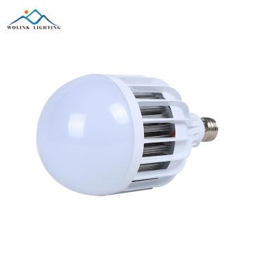 L'urgence chaude rechargeable SMD 5730 18w 24w 28w de matière première de vente E27 a mené l'ampoule