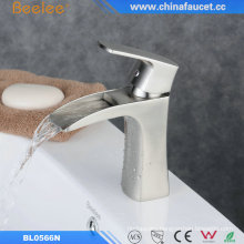 China Waterfall Bathroom Basin Sink Faucet Martillo Del Agua