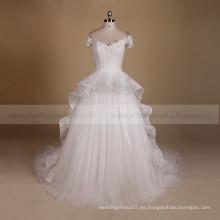 La manga agraciada hermosa del casquillo un vestido de boda de hadas de la forma del cordón del applique de la línea