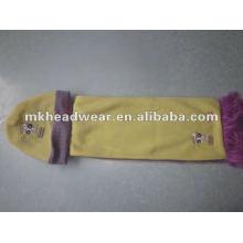 Sombrero y bufanda del paño grueso y suave de los cabritos fijados
