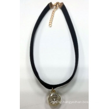 Simple Necklac Choker with Round Charm with Stone Gold Plated