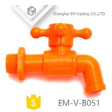 EM-V-B051 Nuevo diseño Grifo de grifo de agua fría de plástico